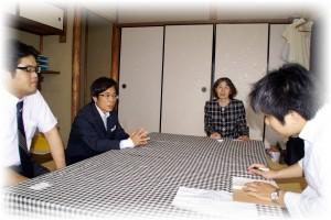 中嶋取締役(中央左)と福島代表(中央右)、京都新聞社 記者さん(右)とプロジェクト・ワン 田坂取締役(左)